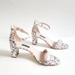 🆕️Nine West size 10.5 White Floral Sandals